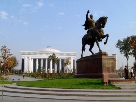 Piazza Amir Temur (Tamerlano)