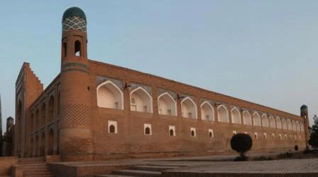 Madrasa e Minareto di Mukhammad Amin Khan